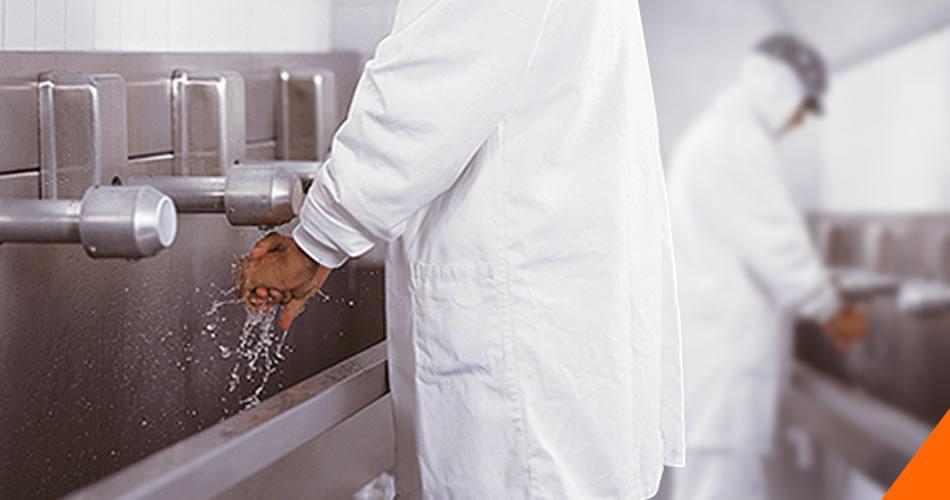 Barreira sanitária em indústria frigorífica, qual a melhor porta?