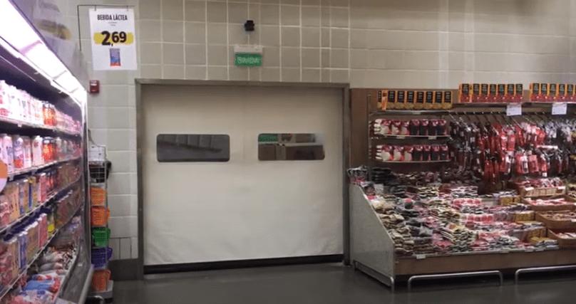 Portas rápidas de enrolar setor supermercadista